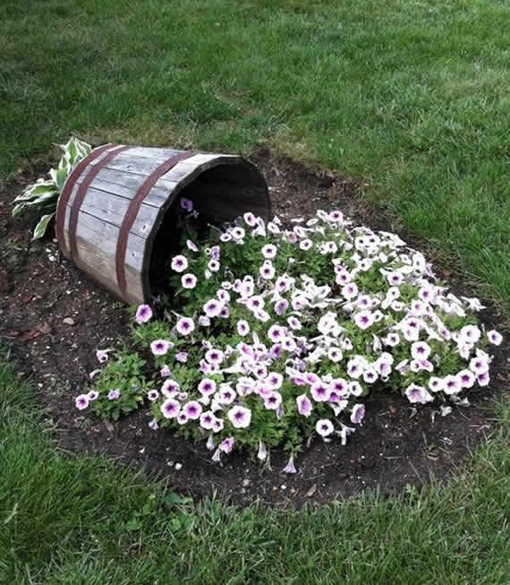 Как украсить лужайку